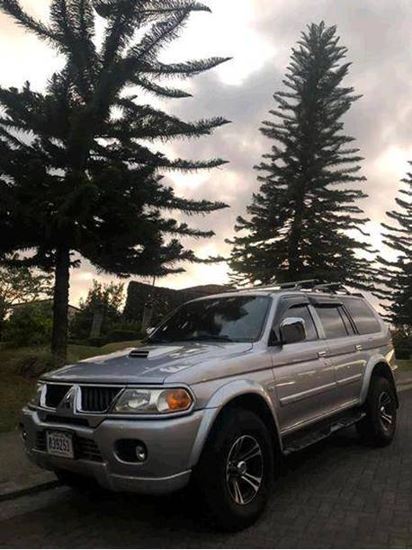 Images of Mitsubishi Montero