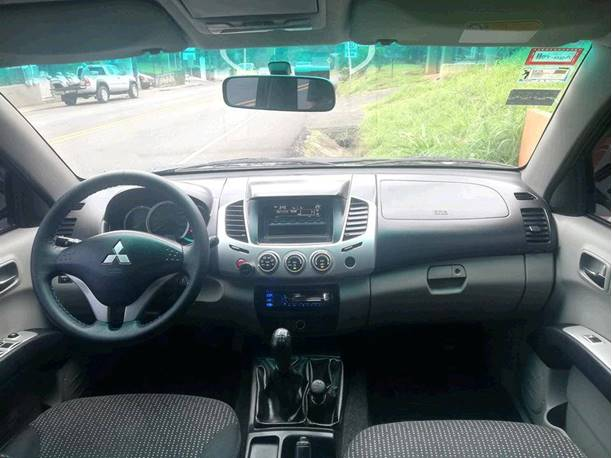 Images of Mitsubishi L200