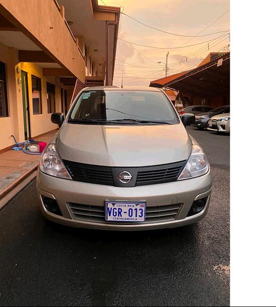 Images of Nissan Tiida